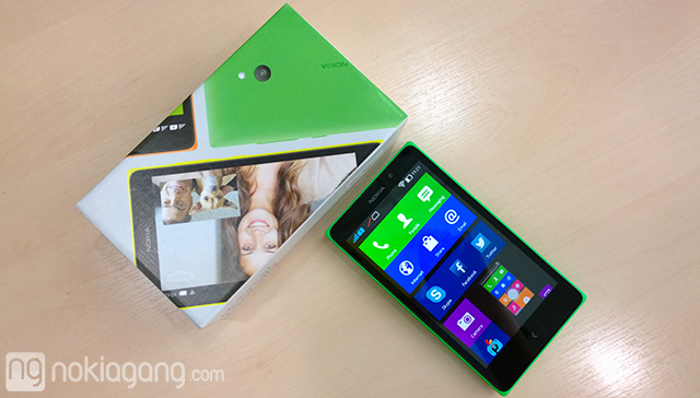 Unboxing-Nokia-XL